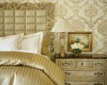 Обои дамаск в интерьере спальни – советы по выбору, принципы декорирования