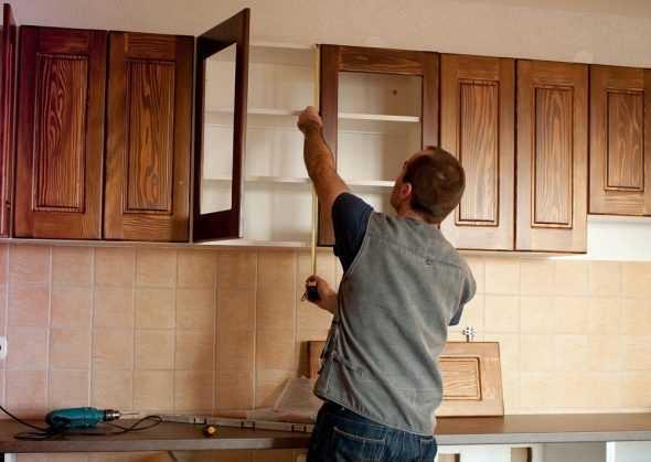 На что повесить кухонные шкафы – Как вешать кухонные шкафы: 2 метода и особенности — Строительная компания Акфен | akfengroup_main.ru